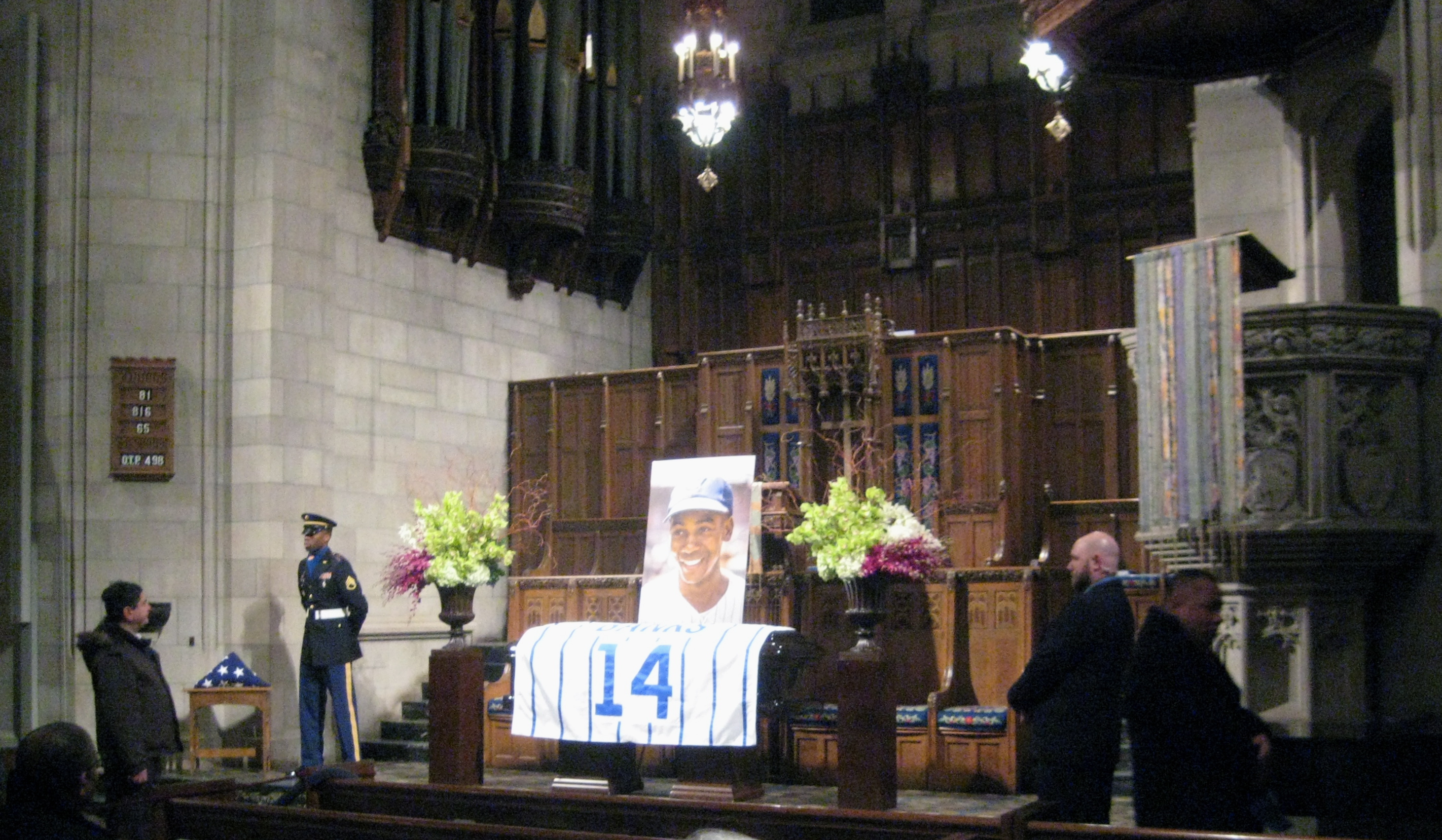Saying thanks to Ernie Banks, #14 forever